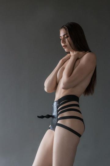 Черные трусики Hotter размера M-L с анальной насадкой - 10,5 см.