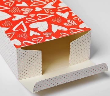 """Складная картонная коробка """"С любовью"""" - 16 х 23 см."""