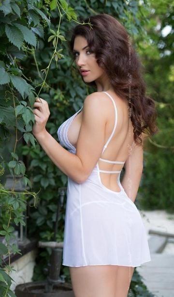 Полупрозрачная сорочка Vanessa с ажурным лифом