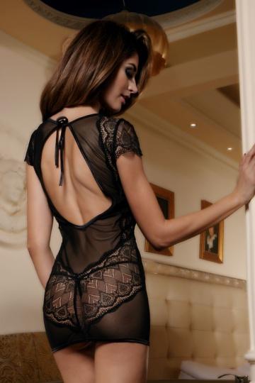 Ажурное платье с открытой спиной